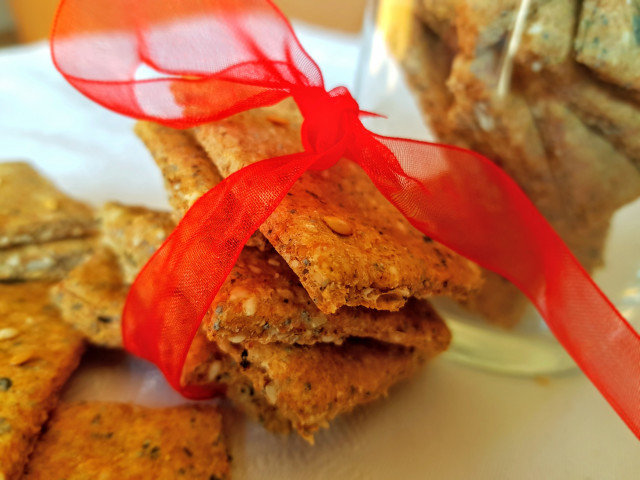 Integralni krekeri sa susamom i lanenim semenom