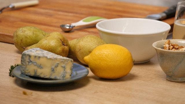 Pečene kruške sa orasima i plavim sirom