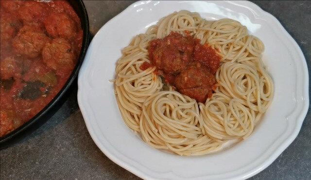 Ćufte na italijanski način na podlozi od špageta