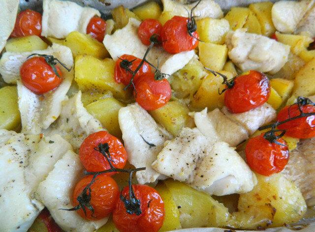 Riblji fileti i povrće iz rerne