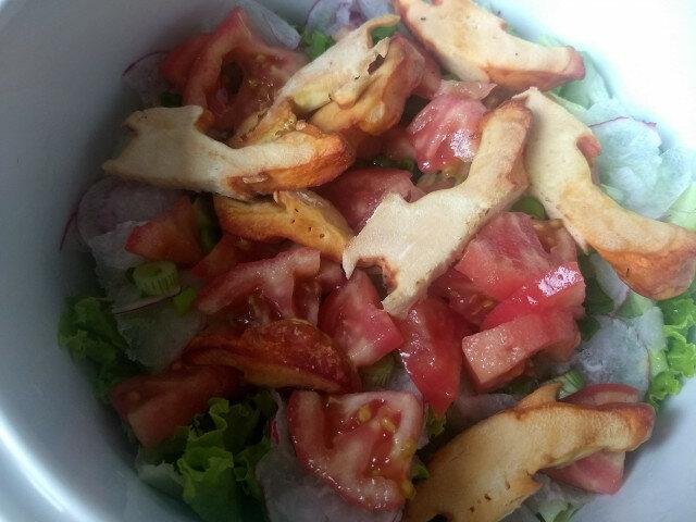 Obrok salata sa šumskim piletom