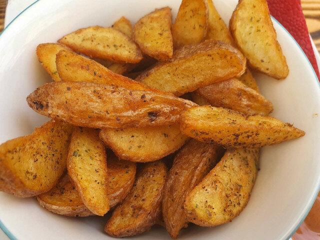 Hrskav pikantan krompir iz rerne